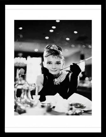 audrey hepburn fr hst ck bei tiffany s b w kunstdruck 60x80. Black Bedroom Furniture Sets. Home Design Ideas